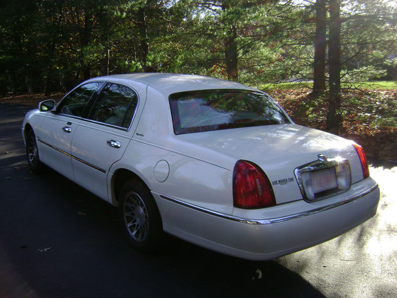bimmer540's 2002 Lincoln Town Car