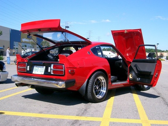 The engine is a datsun factory l28 block with p79 head on it the