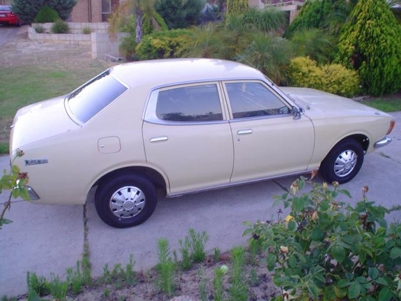 Another femmefiend 1975 Datsun 610 post... - 10747742