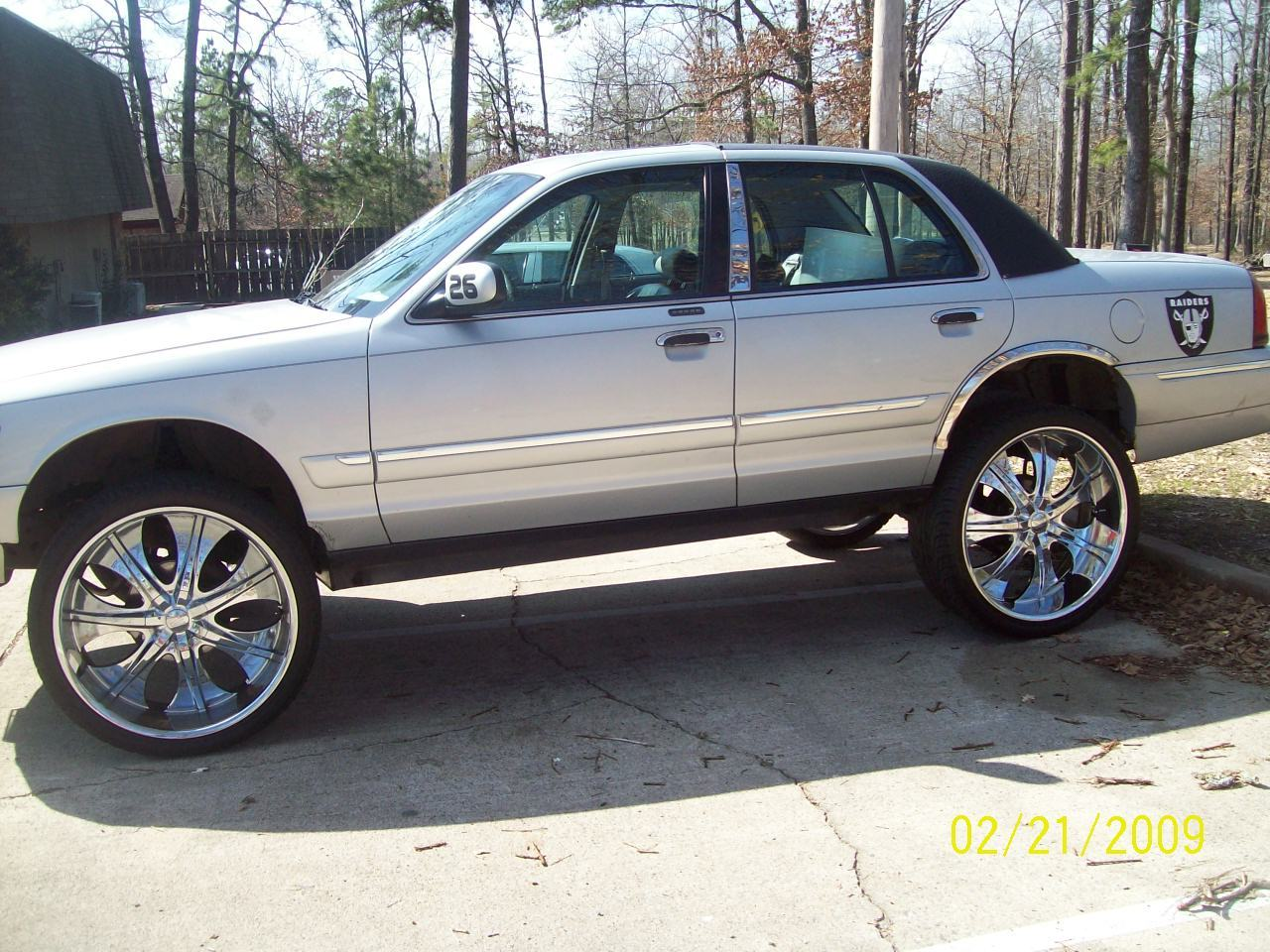 Another quis870 2002 Mercury Grand Marquis post... - 11129391