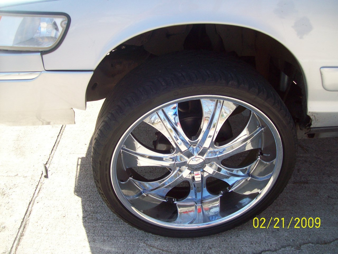Another quis870 2002 Mercury Grand Marquis post... - 11129393