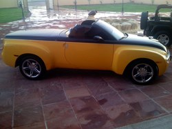 Dubai_Punch 2005 Chevrolet SSR