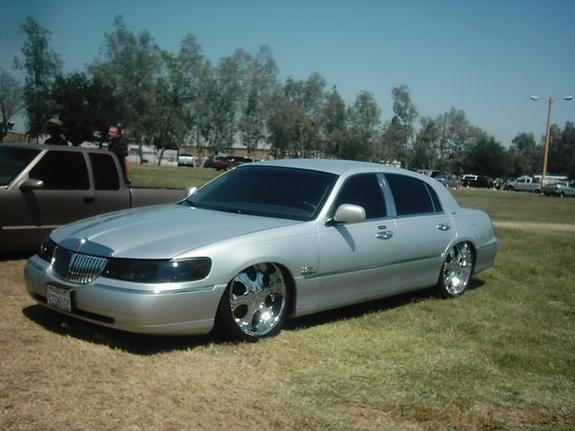 Devastater 2002 Lincoln Town Car Specs Photos
