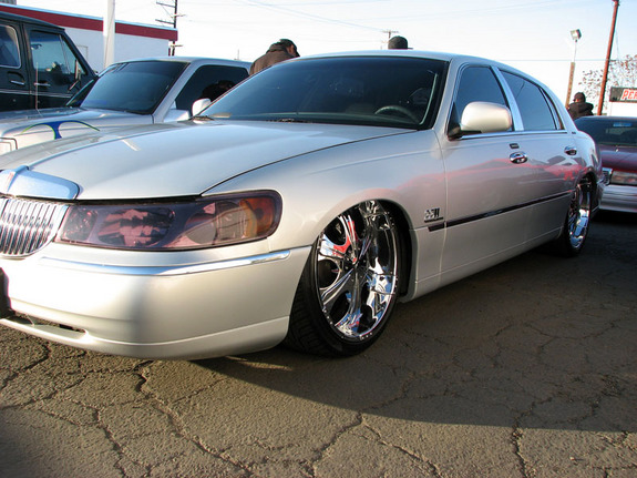 Devastater 2002 Lincoln Town Car Specs Photos Modification Info At