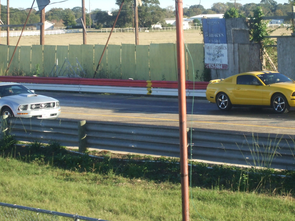 Another ScreamingYellow2 2005 Ford Mustang post... - 10851509