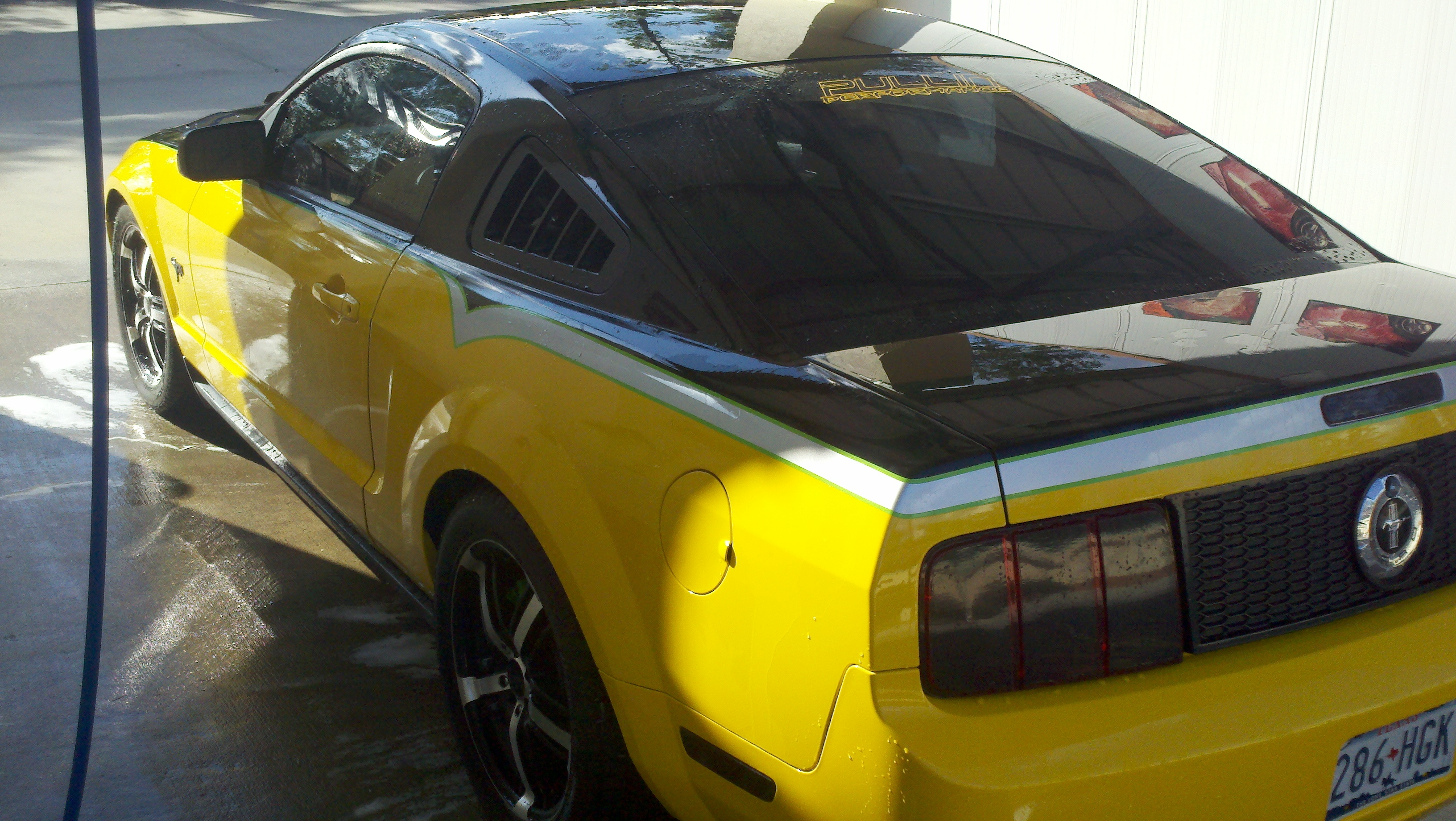ScreamingYellow2 2005 Ford Mustang
