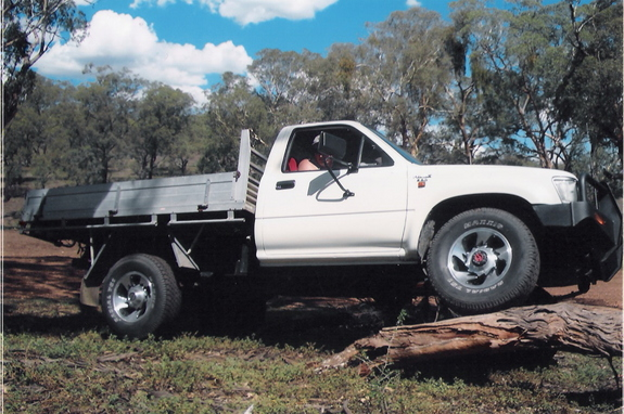 Another jordoz 1993 Toyota HiLux post... - 10904552