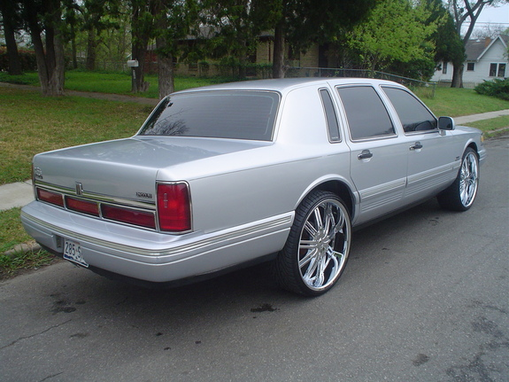 Another johnny4638 1995 Lincoln Town Car post... - 10905539