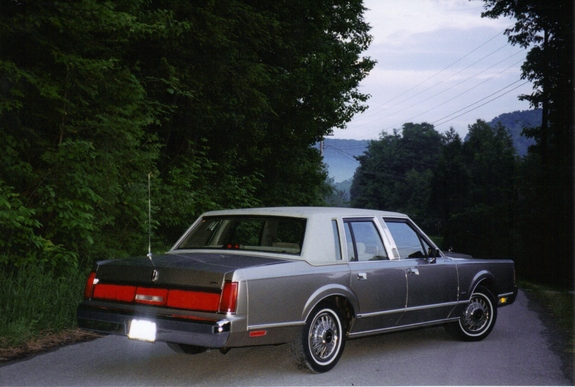 Another MyDazzlingDodge 1987 Lincoln Town Car post... - 10925079
