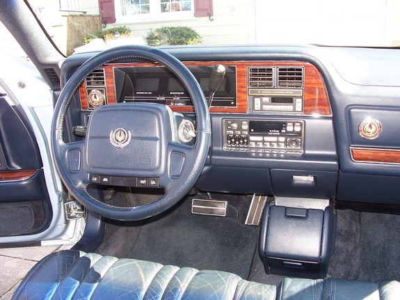 mamrom 1993 Chrysler Imperial 9360720