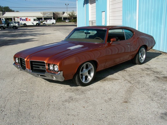 1972 Oldsmobile Cutlas...