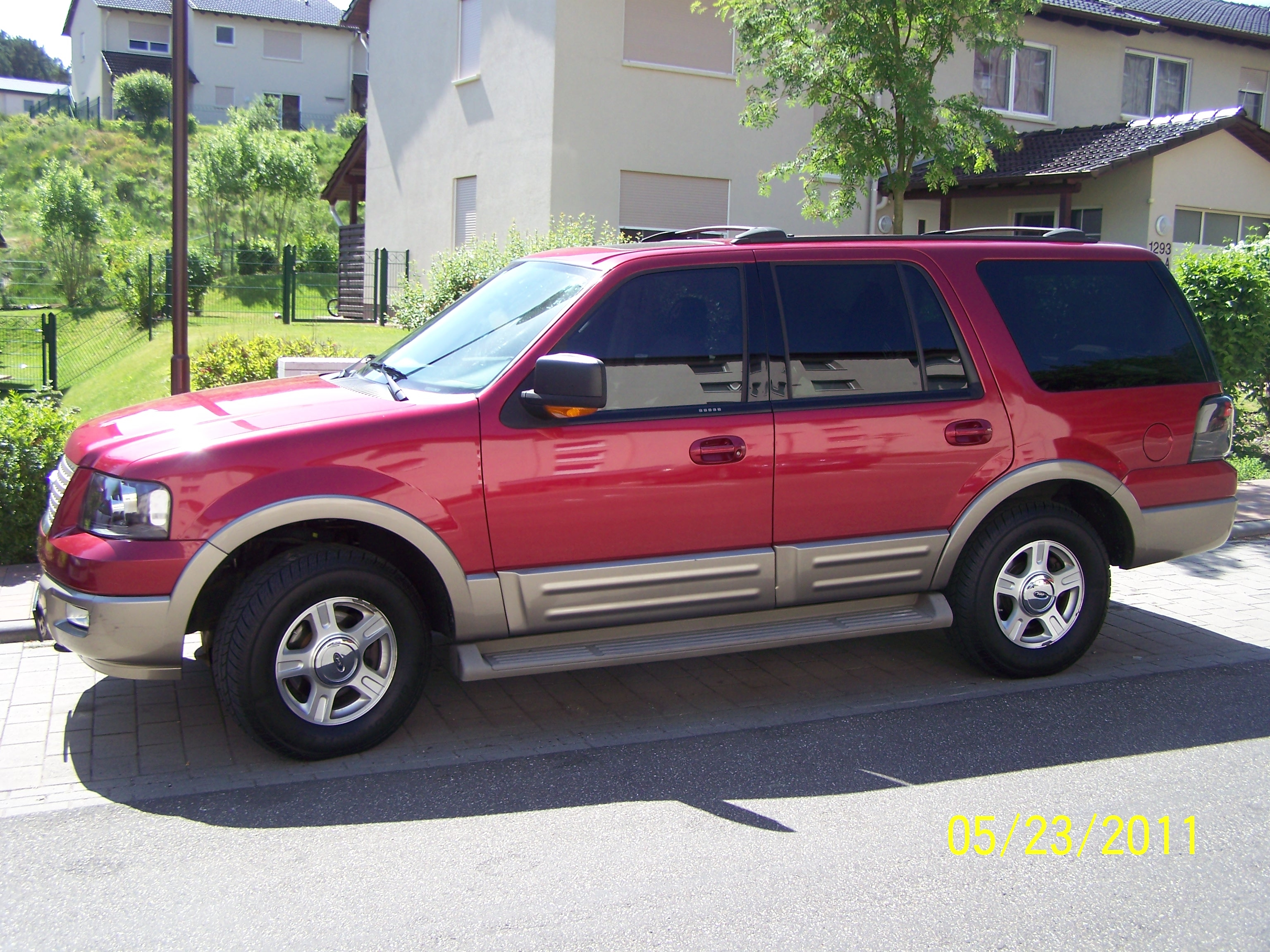 Ford expedition curb weight 2004
