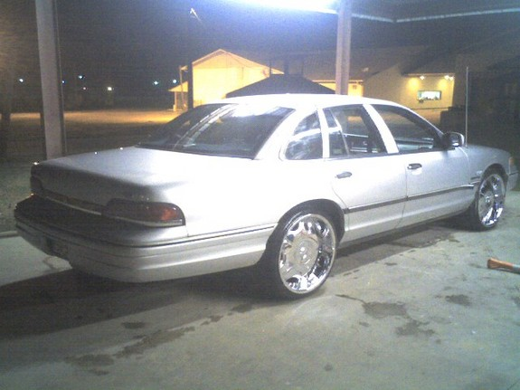 Another akeemshavers 1993 Ford Crown Victoria post... - 11053614