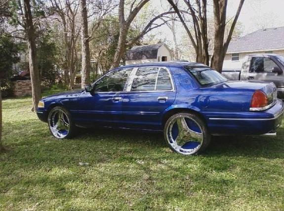 Mb2Hood's 2002 Ford Crown Victoria