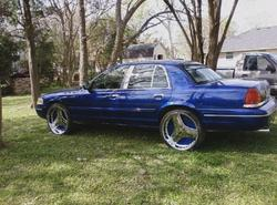 Mb2Hood 2002 Ford Crown Victoria