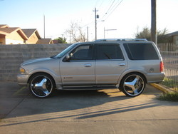 LAREDO_956s 2001 Lincoln Navigator