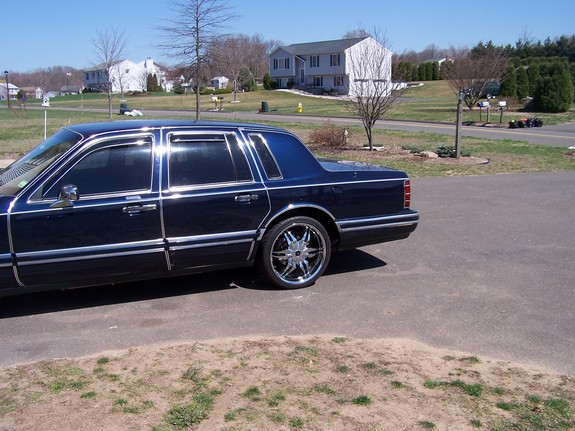 BossOfDaNorth 1993 Lincoln Town Car 11282205