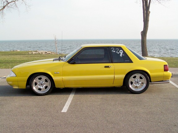 92Yellow1214 1992 Ford Mustang