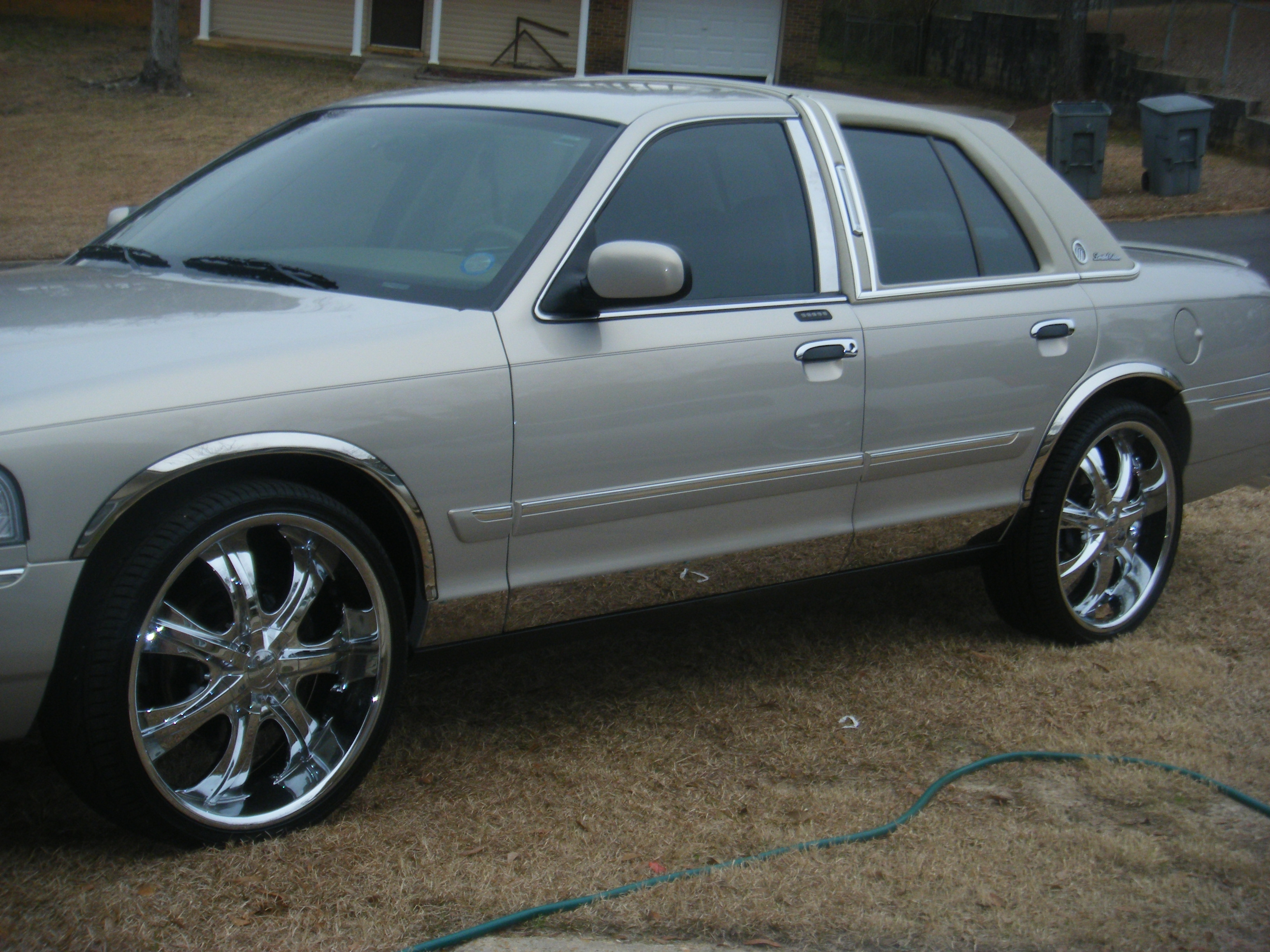Another Damandd 2006 Mercury Grand Marquis post... - 11314747