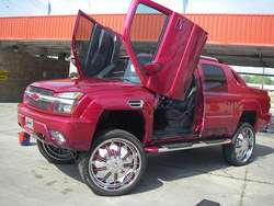 KingOfThaParkinLs 2002 Chevrolet Avalanche