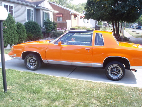 Another ORANGE_CREAM 1984 Oldsmobile Cutlass Calais post... - 11359656
