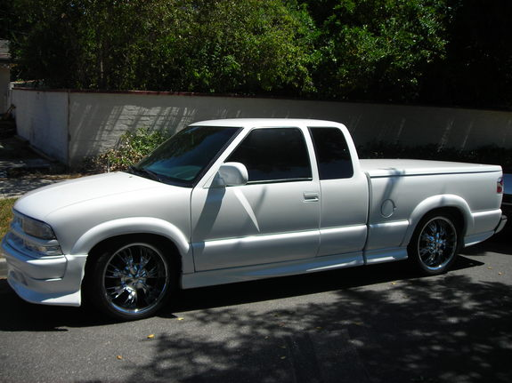 xtremesrt8 2000 chevrolet s10 regular cab specs photos modification info at cardomain. Black Bedroom Furniture Sets. Home Design Ideas
