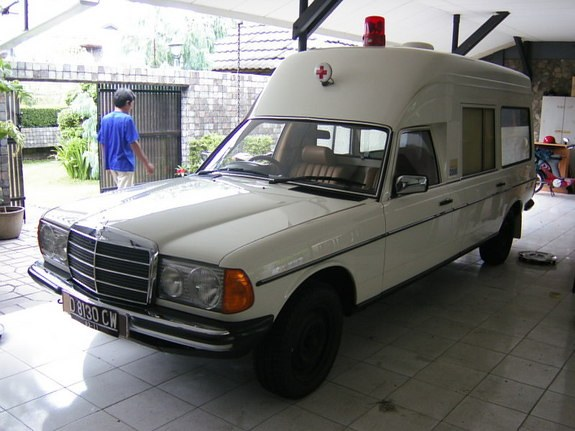 Another straat_jongen 1983 Mercedes-Benz 230 post... - 9406901