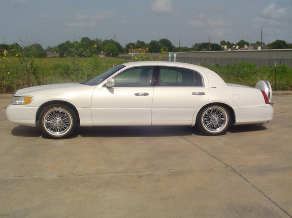 lilbossabn's 1999 Lincoln Town Car