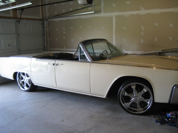 RemixedWhips's 1963 Lincoln Continental
