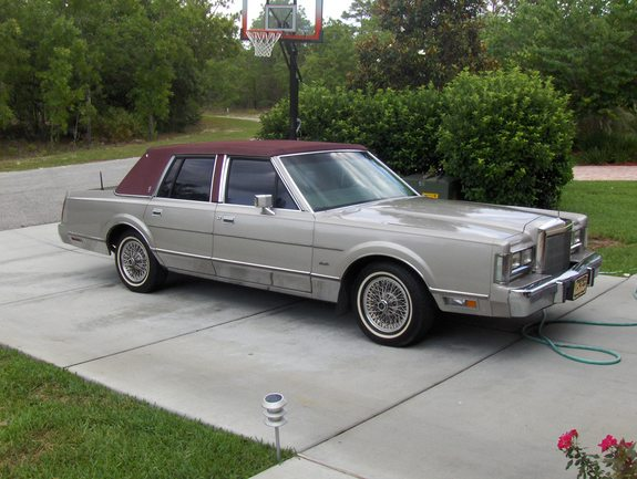 itallstallion 1988 lincoln town car specs photos modification info at cardomain. Black Bedroom Furniture Sets. Home Design Ideas