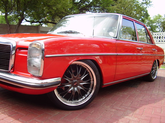 Redmercy's 1969 Mercedes-Benz 230