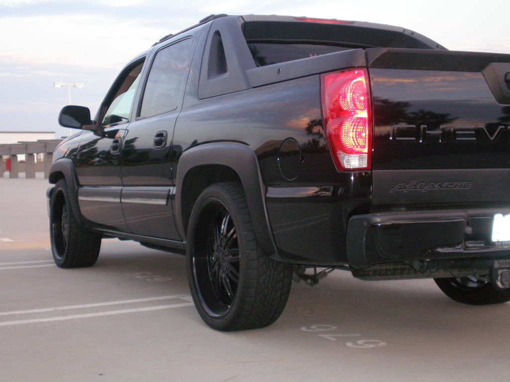 elibeemer 2004 chevrolet avalanche specs photos modification info at cardomain. Black Bedroom Furniture Sets. Home Design Ideas