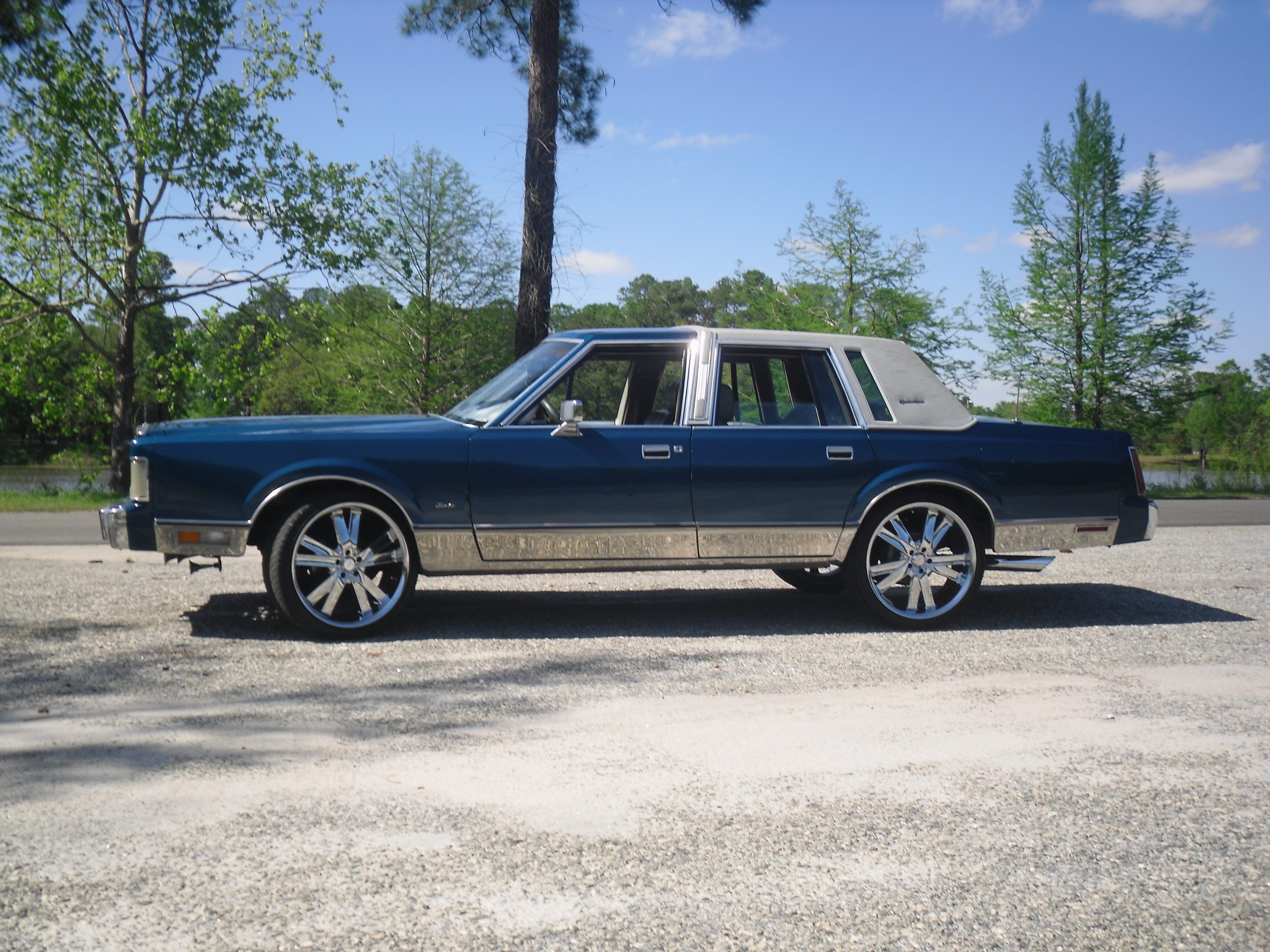 Fameonelove 1988 lincoln town car