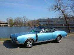 OldsGold 1968 Oldsmobile Cutlass Supreme