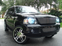 JPTFootball11s 2005 Ford Explorer