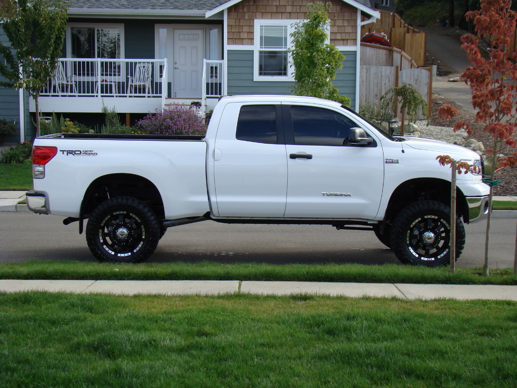 2014 toyota tundra white lifted for autos post. Black Bedroom Furniture Sets. Home Design Ideas