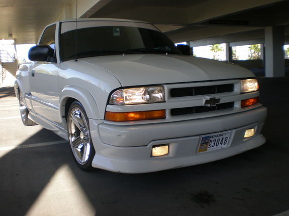 xtremo23 2000 chevrolet s10 regular cab specs photos modification info at cardomain. Black Bedroom Furniture Sets. Home Design Ideas
