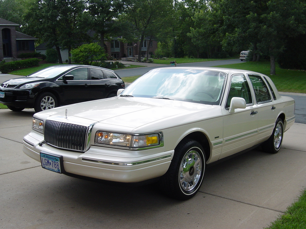 big80sclassic 1997 lincoln town car specs photos. Black Bedroom Furniture Sets. Home Design Ideas
