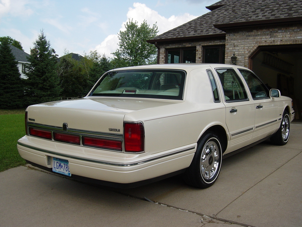 Big80sclassic 1997 Lincoln Town Car Specs Photos