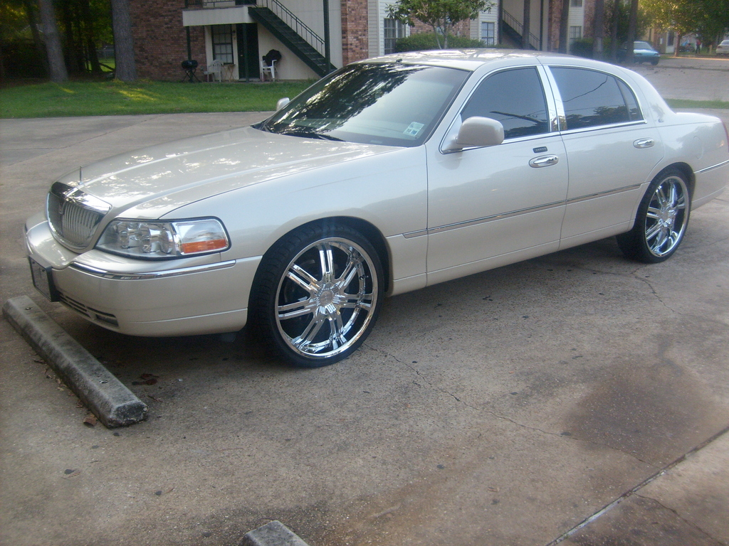 Hammondlamike 2003 Lincoln Town Car Specs Photos Modification Info
