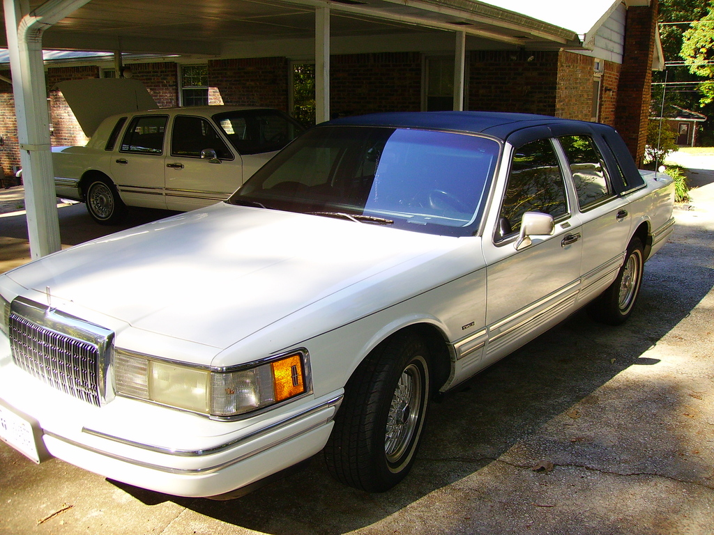 thecaesar 1993 lincoln town car specs photos modification info at cardomain. Black Bedroom Furniture Sets. Home Design Ideas