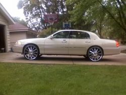 pryors 2003 Lincoln Town Car