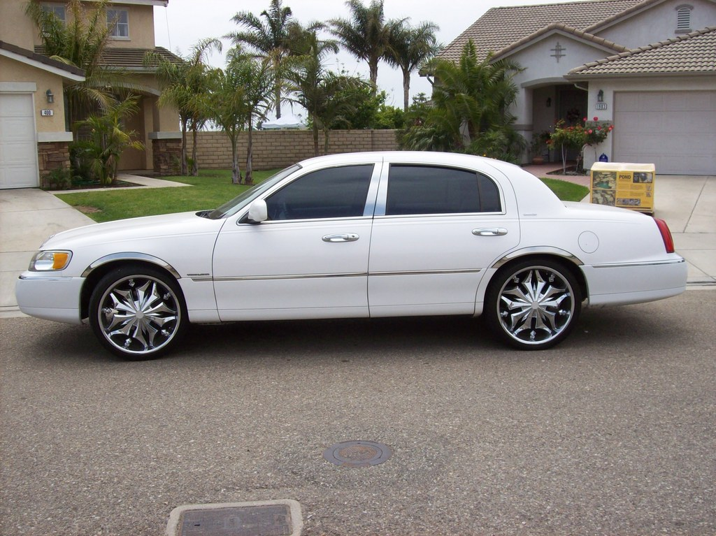 E And I 1998 Lincoln Town Car Specs  Photos  Modification Info At Cardomain