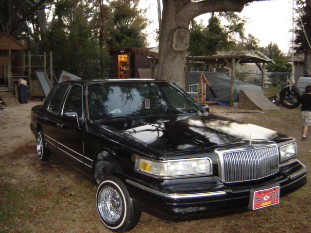 Pimpjuicebonne 1997 Lincoln Town Car S Photo Gallery At Cardomain