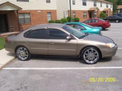 phillyflava85s 2002 Ford Taurus