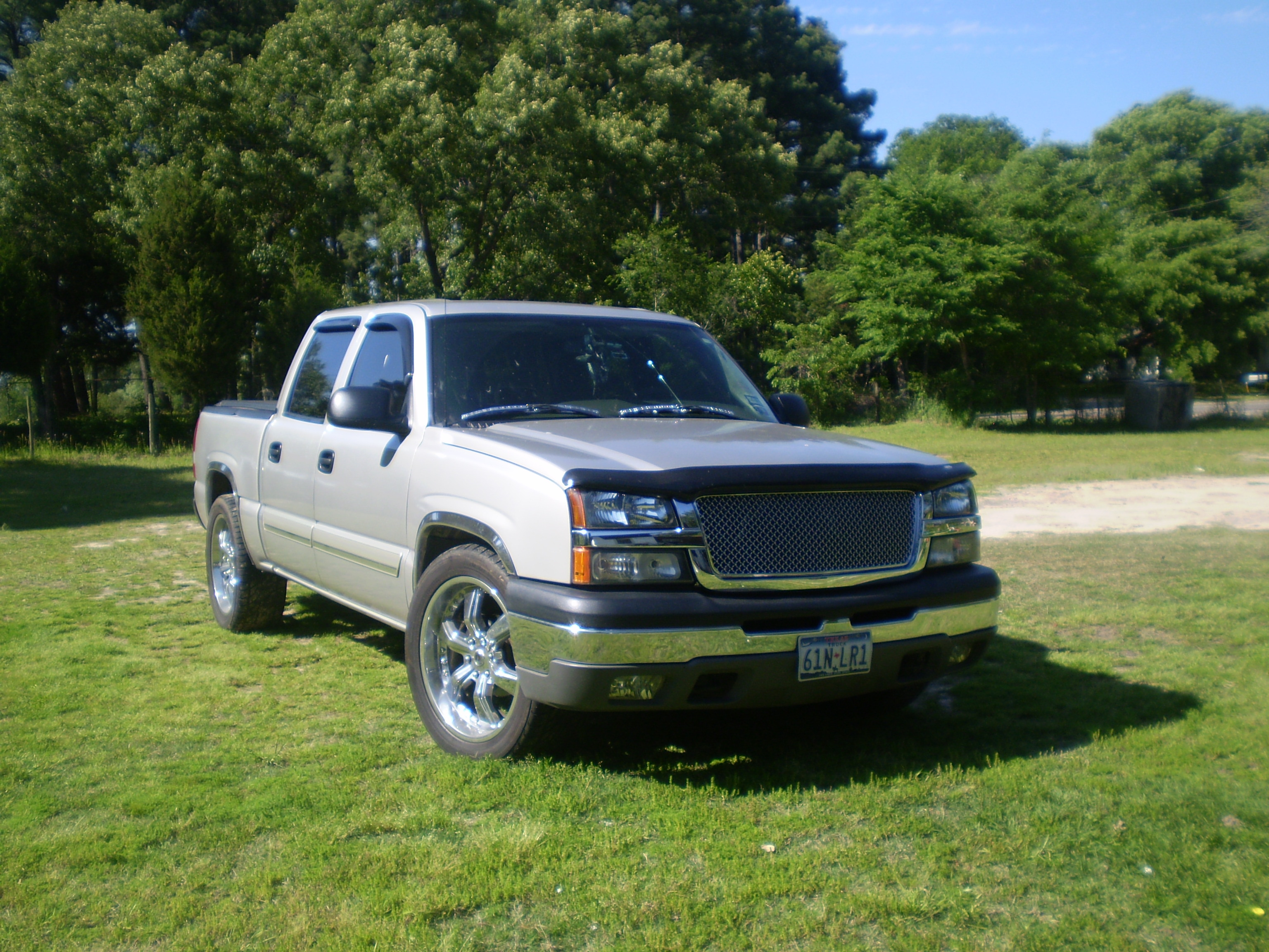 palacios chevy 2004 chevrolet silverado 1500 crew cab specs photos modification info at cardomain. Black Bedroom Furniture Sets. Home Design Ideas