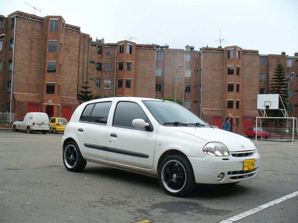 leoclio 2002 renault clio specs photos modification info at cardomain. Black Bedroom Furniture Sets. Home Design Ideas