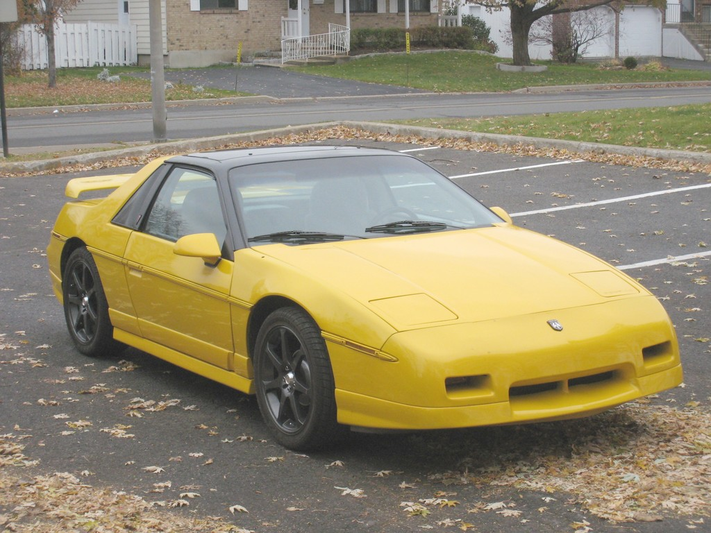 pmbrunelle 1985 pontiac fiero specs photos modification info at cardomain. Black Bedroom Furniture Sets. Home Design Ideas