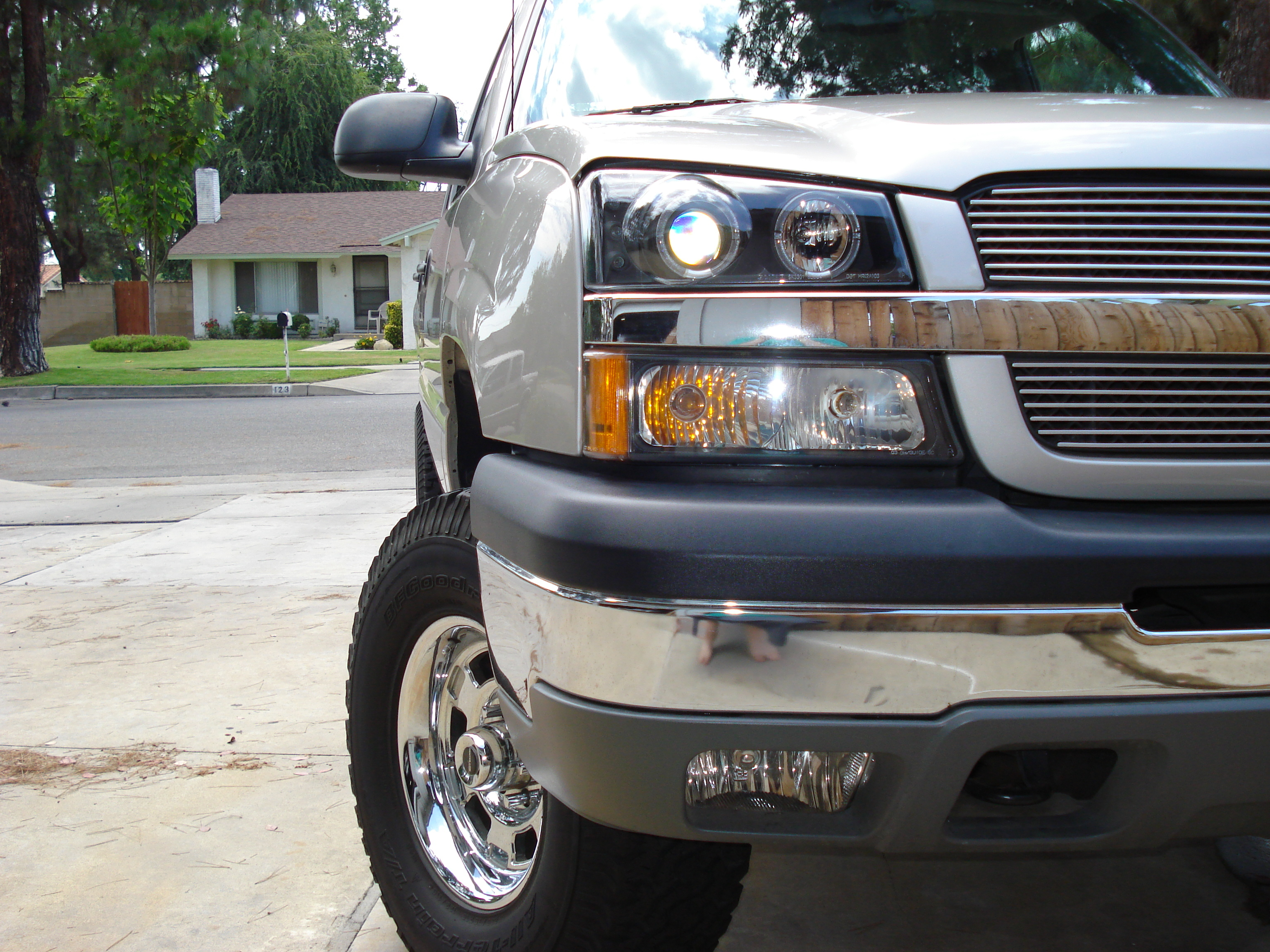 77DAVE 2004 Chevrolet Avalanche 12131839