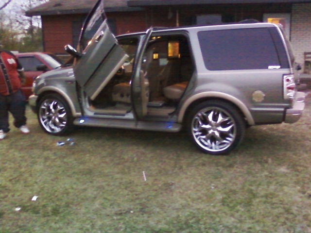 Another Elperez6969 1999 Ford Expedition Post Photo 12120744